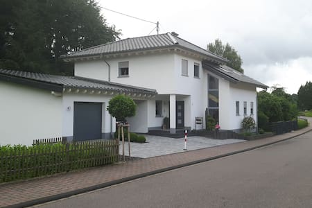 Ferienwohnung am Eifelsteig / Wander & MTB Service - Zemmer - Appartement