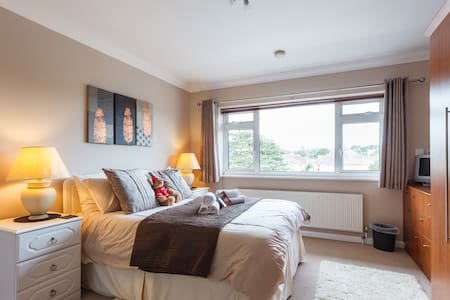 DBL BDROOM ENSUITE B&B IN QUIET PERFECT LOCATION
