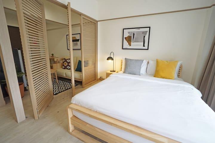 Newly Renovated Designer Apartment near BTS Ari