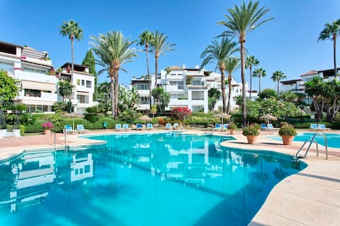 Beautiful Beachfront ground floor apartment with Garden views