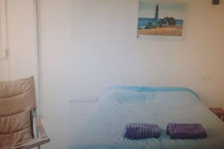 Beautiful Studio - M.L Quezon Avenue - Apartament