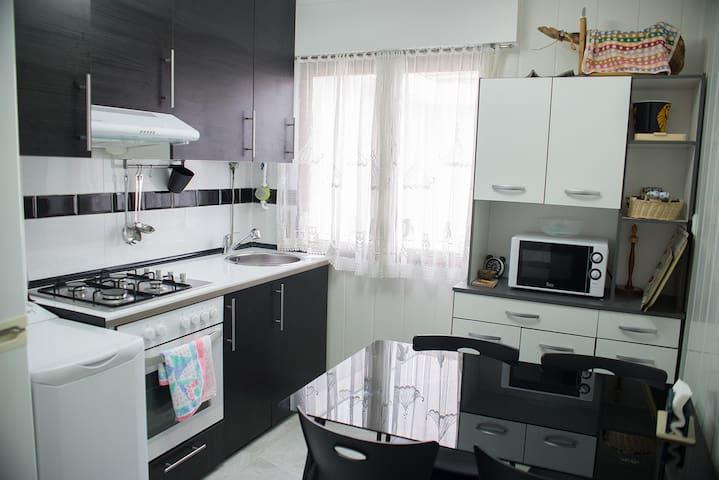 Habitación de 2 camas + wifi, tv, cocina, baño... - Barakaldo - Apartment