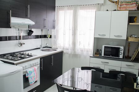 Habitación de 2 camas + wifi, tv, cocina, baño... - Barakaldo - Byt