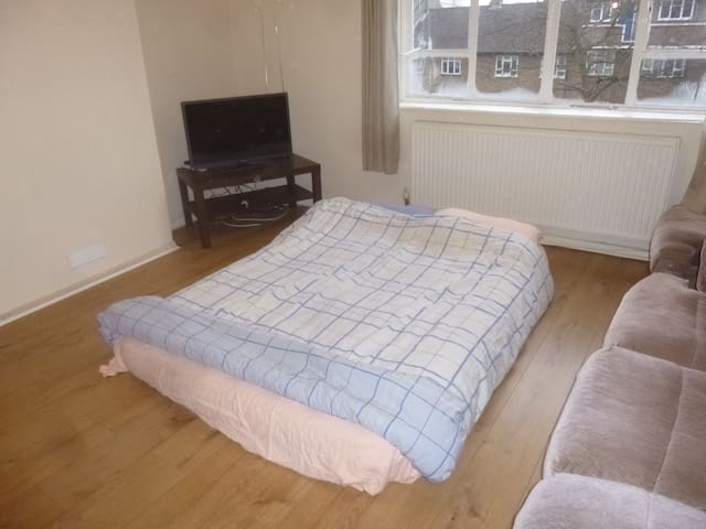 Room Close To Central London (Breakfast included!)