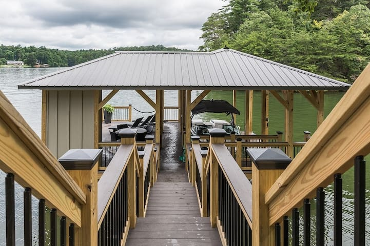 Newly Renovated Lake Hickory Home w/Dock & Firepit