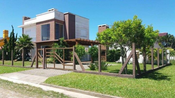 Casa top de veraneio na praia de Mariápolis -RS