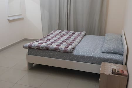 Fully Furnished Big Room with Washroom for Rent - Sharjah - Daire