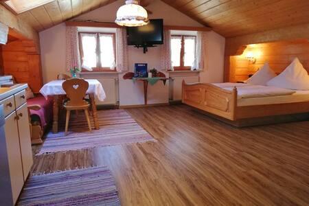 Chiemgauer Berge,gemütliches Apartment für 2 Pers.