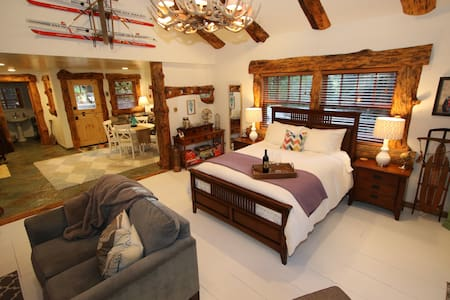 Arrowhead Cottage For 2 - Lake Arrowhead - Kulübe