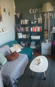 Beau studio et grande terrasse - Marseille - Apartment