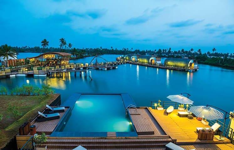 Aquatic Floating Resort - Kochi - Boutique hotel