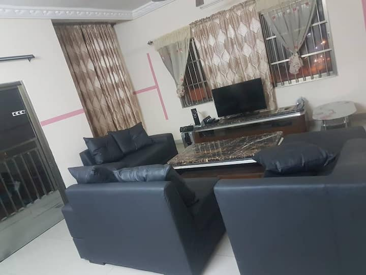 Maison personnelle meublee à Cotonou fidjrosse