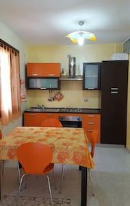 Grazioso appartamentino a 5 minuti a piedi dal mare - Porto Torres - Leilighet