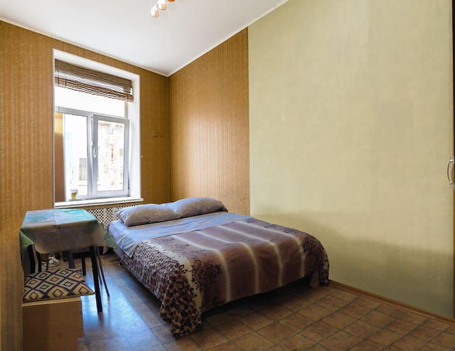 диван раскладывается в удобное двуспальное место