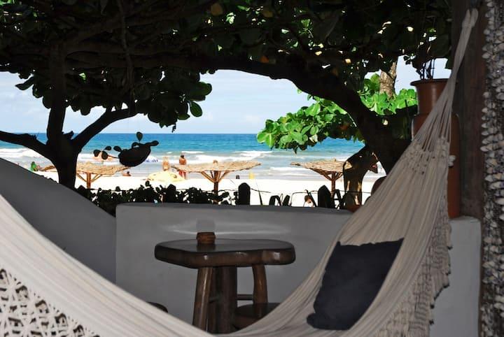 Pé na areia da Praia da Tiririca, Rosas Ogunjá