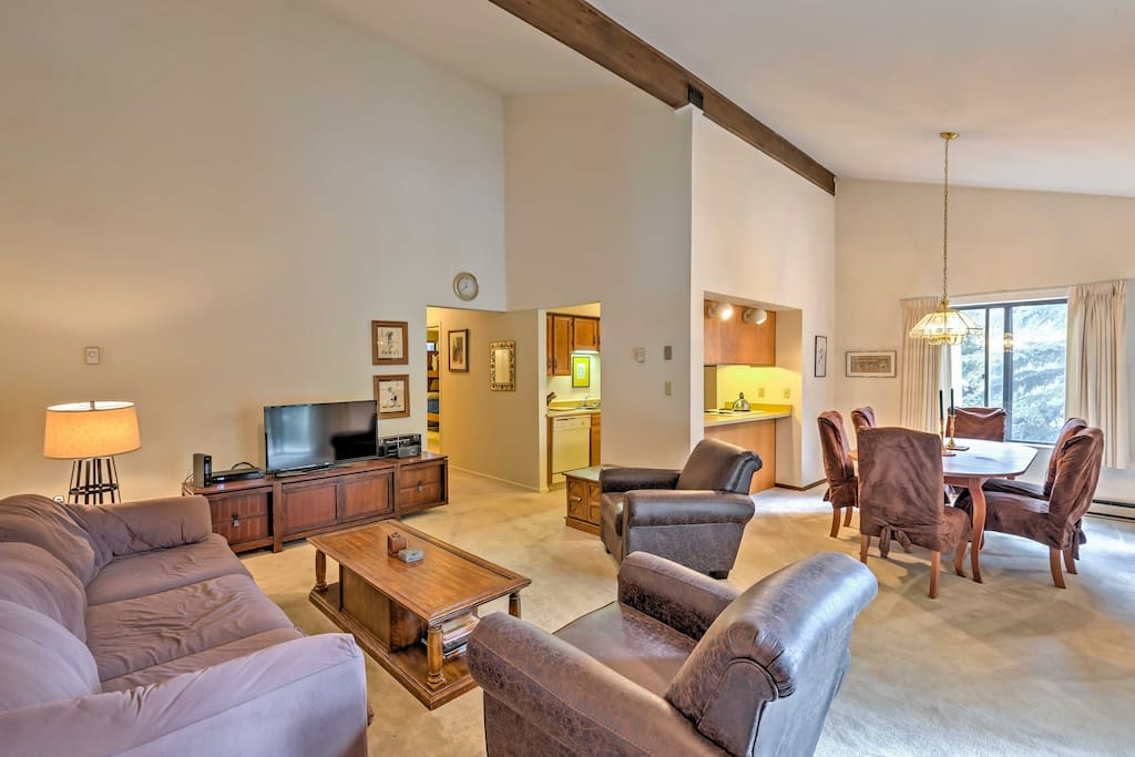 Comfortable accommodations for up to 5 guests provides the perfect mountain getaway for traveling families.
