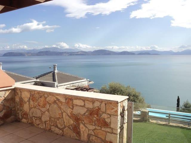 Μικρή βιλλίτσα με θέα στον ωκεανό - Xiropigado - House