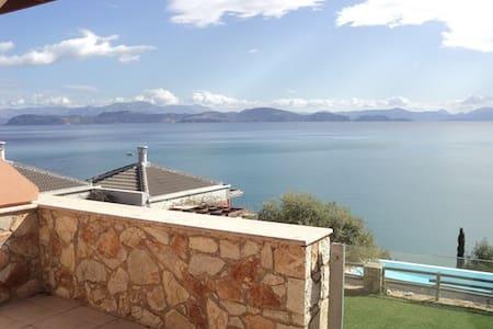 Μικρή βιλλίτσα με θέα στον ωκεανό - Xiropigado