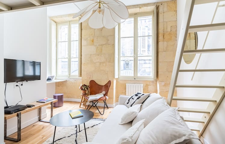 Bright and Cosy Studio in the Historical Heart of Bordeaux