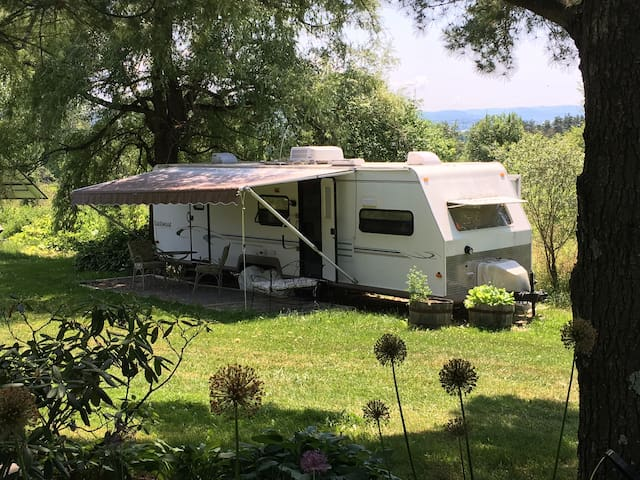 Private 33-ft camper with Queen Bed, bath, kitchen