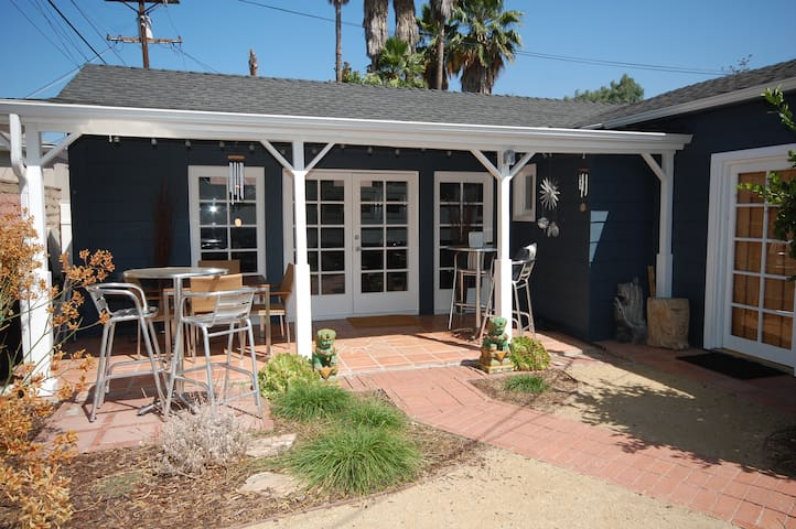 Private bungalow with serene outdoor space - Glendale