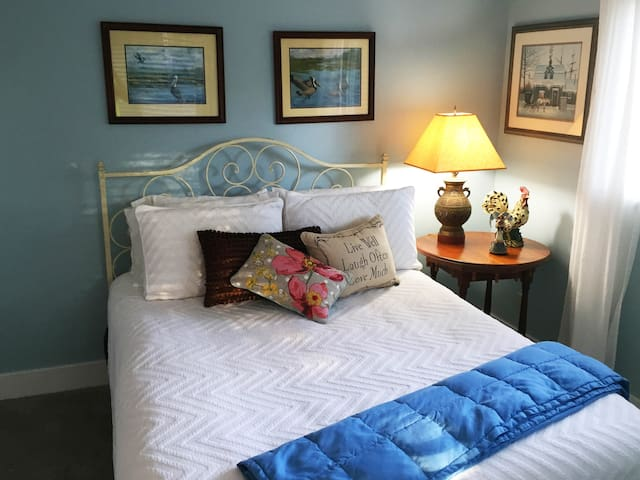 Great Queen Size Bed