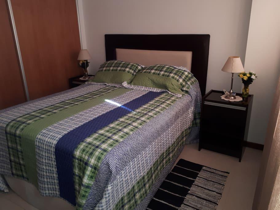 Pie de cama en ambos dormitorios. Cómodo placard.