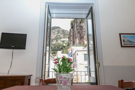 CASA MARIA -IN THE HEART OF AMALFI- WIFI & A/C