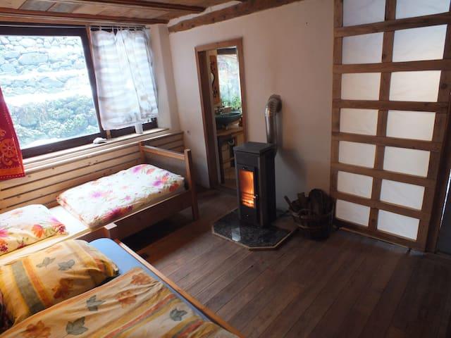 Land Apartment mit zwei Betten, Küche und Bad