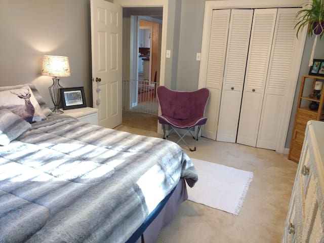 Private Bed/Bath, Centrally Located, Dog Friendly