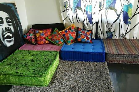 Cozy place near the city center - Hus