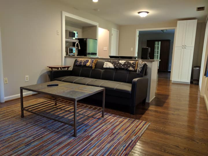 Alexandria/Skyline: secluded, private living space