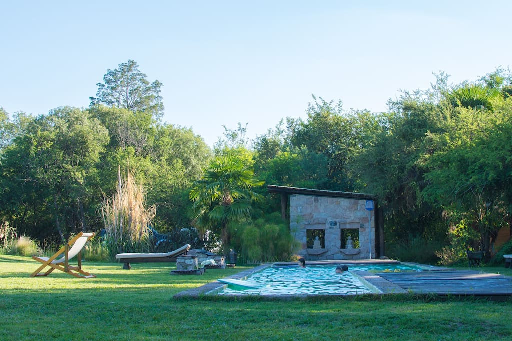 Vista a Piscina y amplio Parque