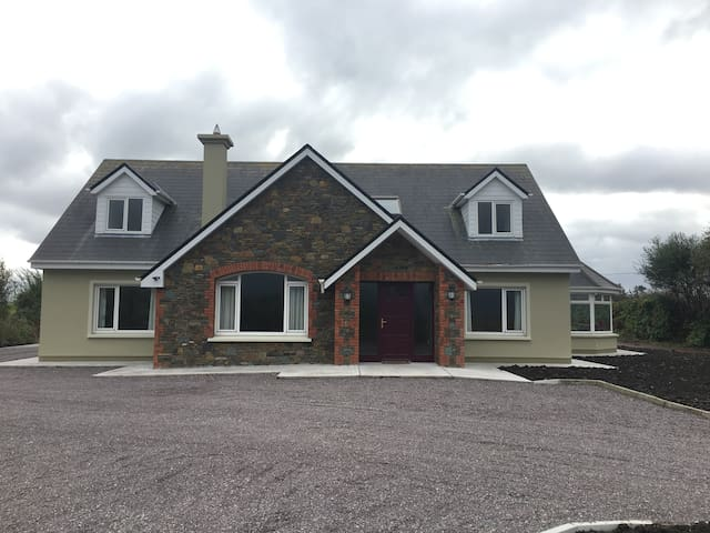 Spacious House Perfect for Exploring Kerry.