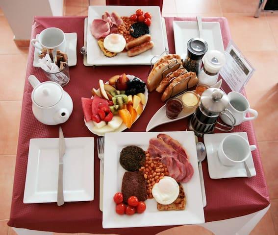 Full Scottish or English breakfast