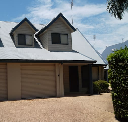 Comfortable & well equiped Town House close to CBD