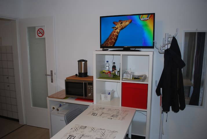 Convinient apartment with balcony close to Panzer - Böblingen - Apartment
