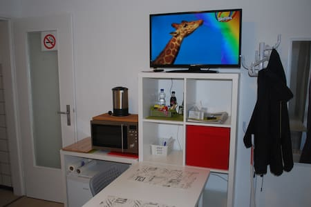 Convinient apartment with balcony close to Panzer - Böblingen