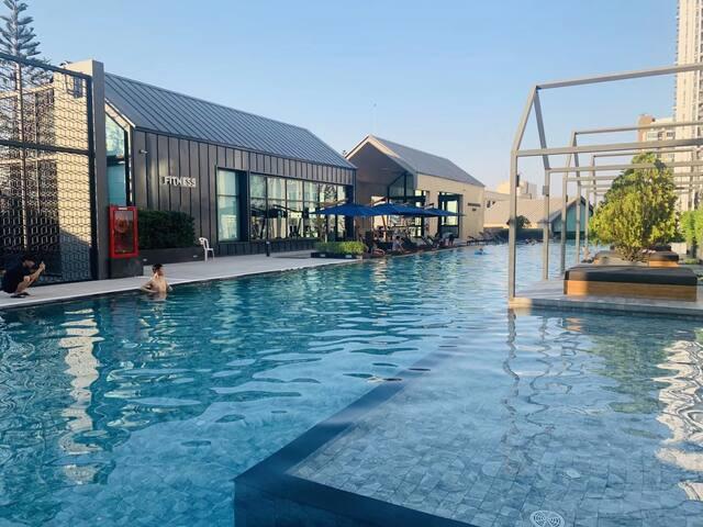 曼谷辉煌地铁口网红公寓 拉差达火车夜市 亚洲设计大奖 网红泳池篮球场
