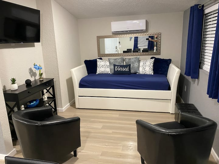 (2) Orlando area and attractions apartment