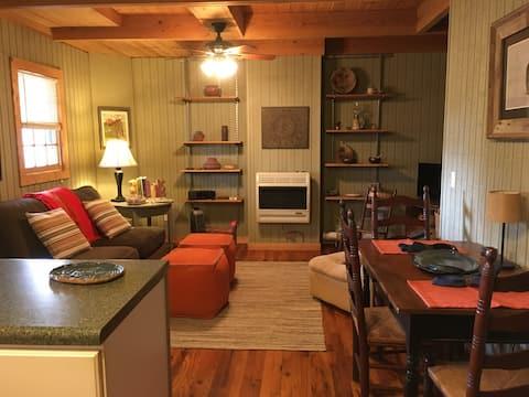 The Shady Lady Cabin-near Helen, Yonah Mtn WiFi !