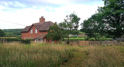 Skimbles Cottage - with own meadow