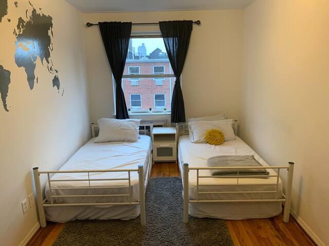Private room close to Manhattan 7 min