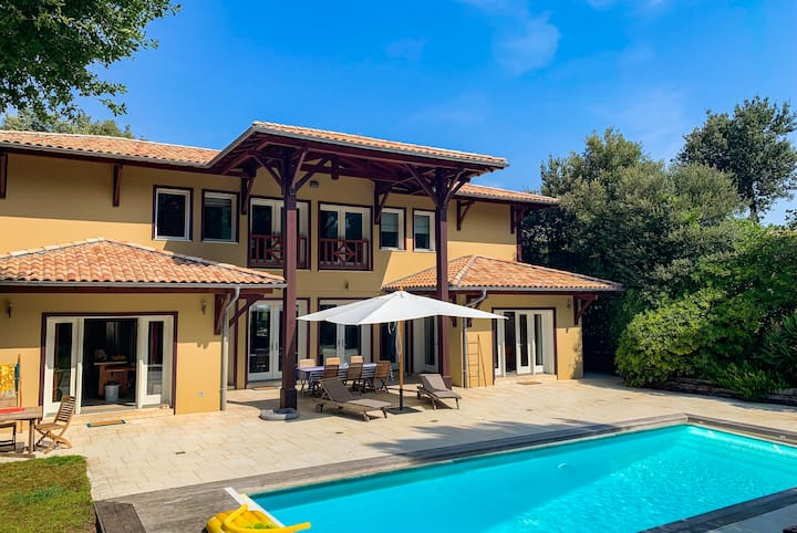 Magnificent villa on the heights of Pyla with swimming pool for 11 people