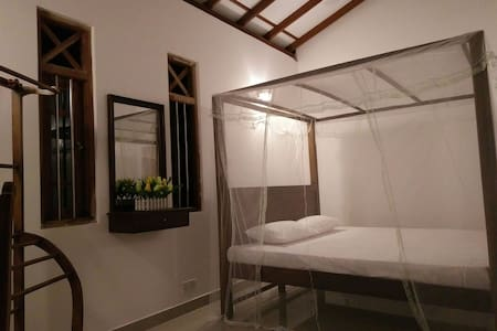 Upstairs house for rent @ hilltop - ヒッカドゥワ - 別荘