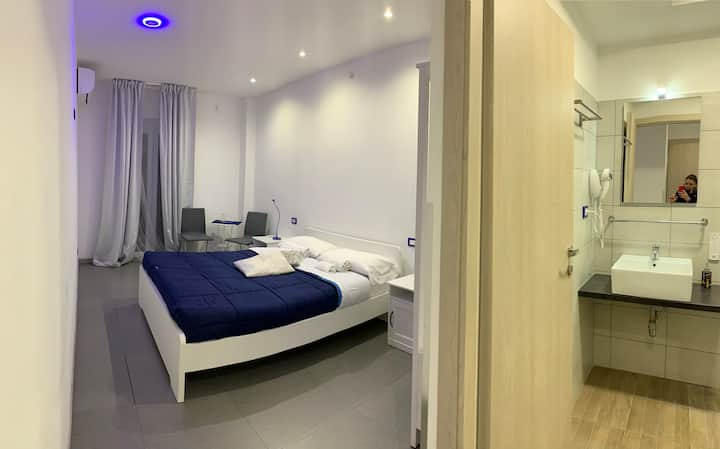 NEW DOUBLE ROOM with bathroom in  Center of Rome
