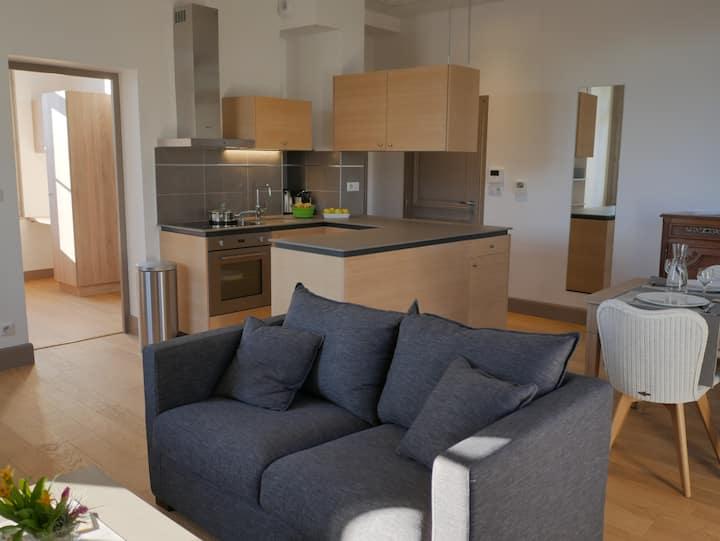 Luxury apartment vue on the Prebendes garden