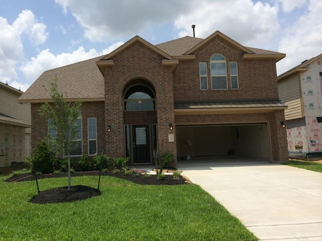 LARGE HOME CINCO RANCH AREA