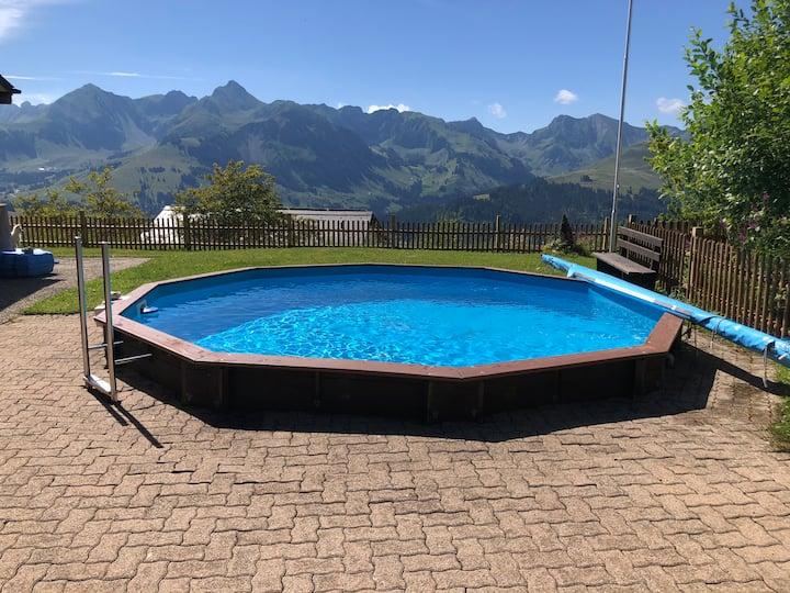 Ferienhaus mit Sommerpool, einzigartigem Ausblick