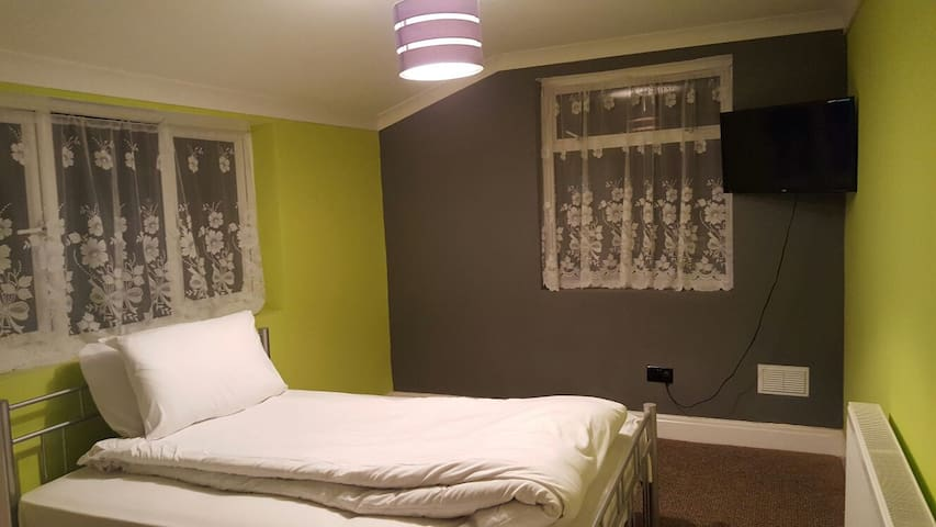 Bright, clean and cosy rooms - London - Hus